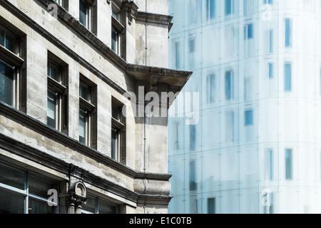 Photographie de la revanche dans l'architecture ancienne et nouvelle Londres Banque D'Images