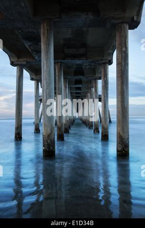 Sous Beach Pier Banque D'Images