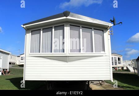 Libre d'une caravane avec une antenne satellite dans trailer park.