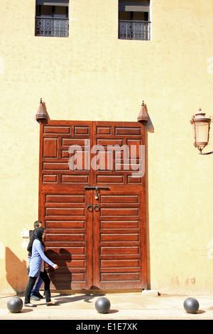 Porte ouvragée à Marrakech Maroc Banque D'Images