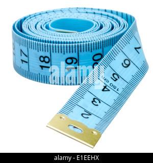 Ruban de mesure tailleurs découper sur un fond blanc. Mètre à ruban bleu. Banque D'Images