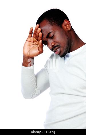Portrait d'homme africain ayant maux isolé sur fond blanc Banque D'Images