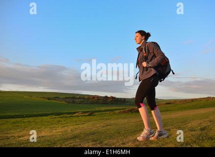 Young female hiker, randonnées dans Hills Banque D'Images