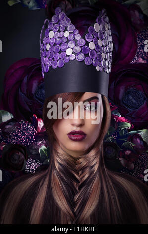 L'imagination. L'extravagance. Femme de style fantastique en coiffure Banque D'Images