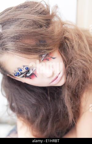 Femme artistique clown - art créatif maquillage dramatique. Projet Body painting Banque D'Images