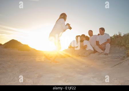 Portrait de famille photographe on Beach, Cape Town, Afrique du Sud Banque D'Images