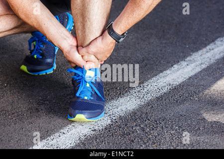 Cheville tordue cassée - exécution des blessures sportives.