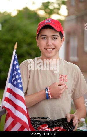 Garden City, New York, USA. 6 juin, 2014. DANNY, un boy-scout dans 55 pays, est la collecte de dons pour son projet Banque D'Images