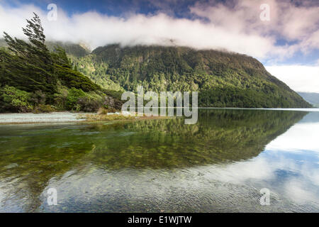 Lake Gunn, Parc National de Fiordland, Nouvelle-Zélande Banque D'Images