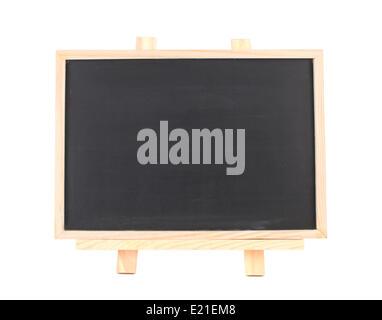 Tableau noir sur blanc isolé cadre en bois