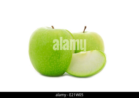 Tranches de pomme verte isolated on white Banque D'Images