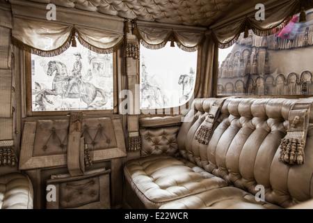 L'Italie. Ancien palais de luxe coach sur l'arrière-plan. Banque D'Images