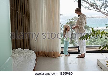 Fille et Femme enceinte Banque D'Images