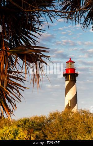 Tôt le matin, la lumière tombe sur le phare de saint Augustin à Saint Augustine en Floride. Banque D'Images