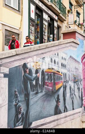 Portugal, Lisbonne, peintures murales le long de la Calcada do Duque Banque D'Images