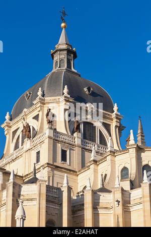 Espagne, Madrid, Cathédrale de l'Almudena (Santa Maria la Real de la Almudena) construit entre 1883 et 1984 et situé Banque D'Images