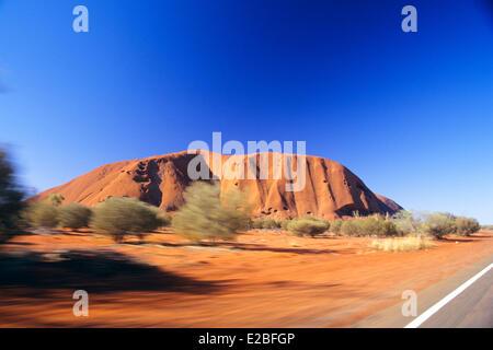 L'Australie, Territoire du Nord, Parc National d'Uluru-Kata Tjuta Uluru, ou Ayers Rock inscrite au Patrimoine Mondial Banque D'Images