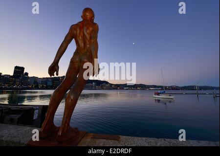 Nouvelle Zélande île du Nord Wellington sculpture intitulée réconfort dans le vent par l'artiste Max Port Lambton Banque D'Images