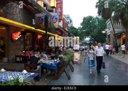 Chine, province du Guangxi, Guilin, Zhengyang Pedestrian street, l'une des principales artères commerciales de la Banque D'Images