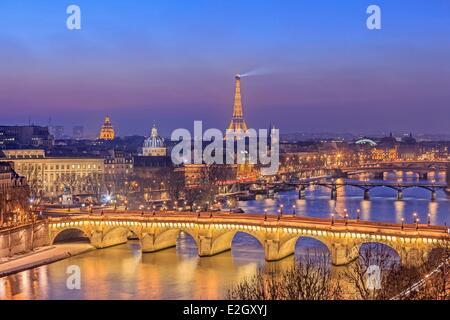 France Paris bords de Seine classés au Patrimoine Mondial par l'UNESCO avec Pont Neuf rive gauche Tour Eiffel (⌐ Banque D'Images