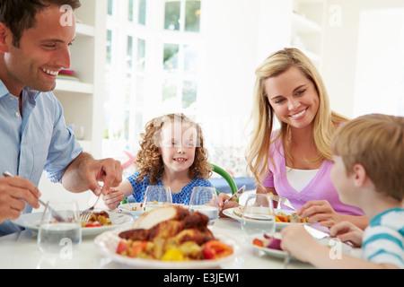 Repas Repas de famille ensemble, à la maison Banque D'Images