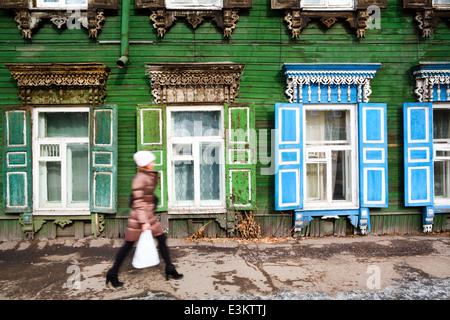 Maison traditionnelle en bois dans la ville d'Irkoutsk, Russie Banque D'Images