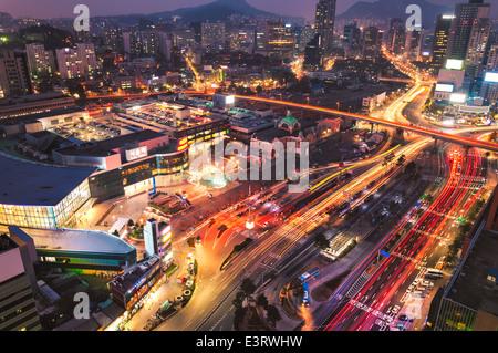 Seoul Station au crépuscule. Banque D'Images