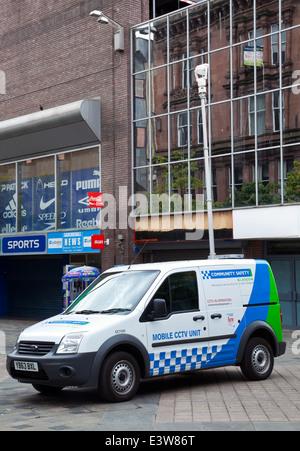 La sécurité communautaire unité CCTV mobile monté sur le toit du véhicule, avec appareil photo, patrouiller Sauchiehall Banque D'Images