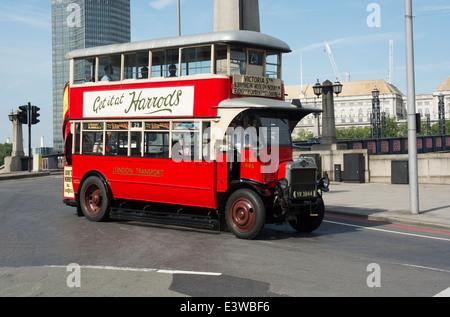Un environnement préservé London Transport bus type AEC NS prend part à l'année 2014 de la parade de bus à Londres. Banque D'Images
