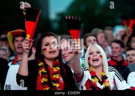 Heilbronn, Allemagne. 30 Juin, 2014. Fans de l'équipe nationale de football allemande regarder le match de Coupe Banque D'Images