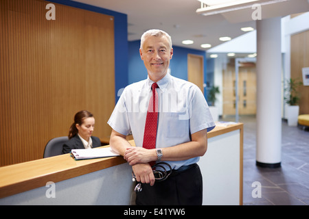 Doctor standing in hospital waiting room Banque D'Images