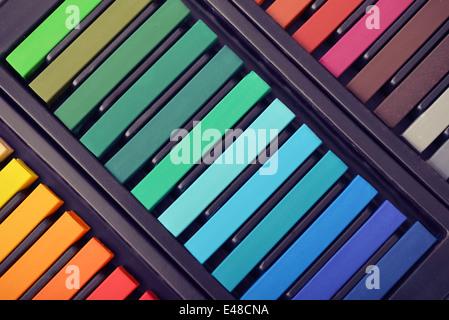 Les pastels artiste multicolores en fort, vue du dessus Banque D'Images