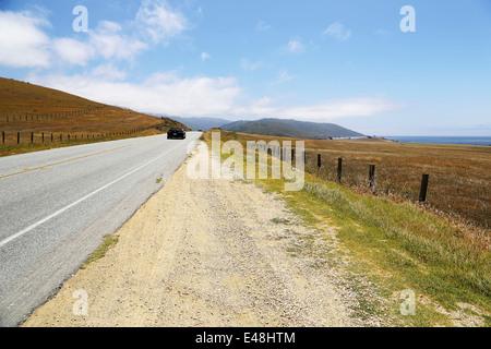 La conduite sur route 1, Pacific Highway 101 Californie sur la façon de Big Sur, avec vue imprenable sur le paysage Banque D'Images