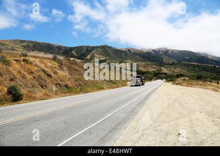 La conduite de camions sur la Route 1, Pacific Highway 101 Californie sur la route de Big Sur, avec vue imprenable Banque D'Images