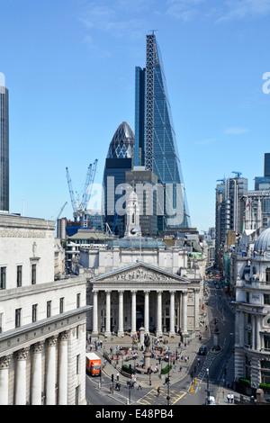 Carrefour banque dans City of London avec Leadenhall vue râpe à fromage bloc bureau dominant de Royal Exchange& Banque D'Images