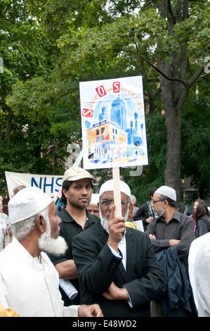 Les hommes musulmans à une manifestation et une marche contre les compressions proposées au Service national de Banque D'Images