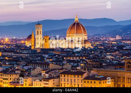 Florence, la cathédrale avec le dôme de Brunelleschi, au coucher du soleil avec l'horizon de la ville. La toscane, Banque D'Images
