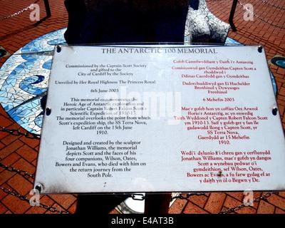 CARDIFF, Pays de Galles. Derrière la plaque commémorative de l'Antarctique la sculpture. Photo Tony Gale Banque D'Images