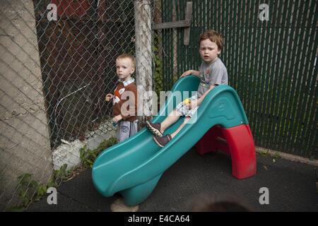"""Les enfants sont """"nous"""" l'école maternelle et early learning centre à Kensington, un quartier multiculturel dans Brooklyn, New York."""