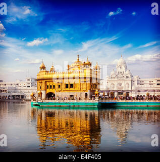 Retro Vintage style hipster image de voyage de l'Inde célèbre Golden Temple Sikh Gurdwara attraction (Harmandir Banque D'Images