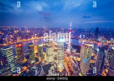 Shanghai, Chine vue aérienne du quartier financier de Pudong. Banque D'Images