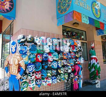 Les masques de catch mexicain pour la vente, Mission District, San Francisco Banque D'Images