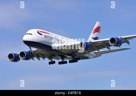 British Airways Airbus A380 avion approche de la piste d'Heathrow pour l'atterrissage à l'aéroport Heathrow de Londres Banque D'Images