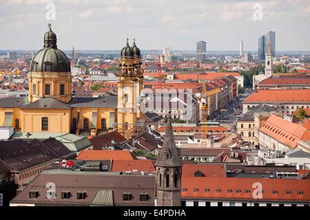 Theatine Church et les toits de Munich, Haute-Bavière, Bavière, Allemagne Banque D'Images
