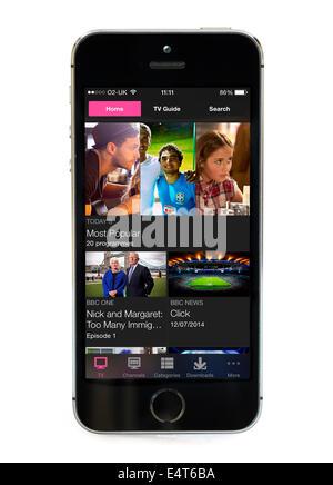 La télévision à la demande via l'app BBC iPlayer sur un Apple iPhone 5S Banque D'Images
