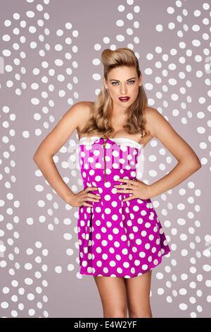Mode rétro robe à pois en modèle Banque D'Images