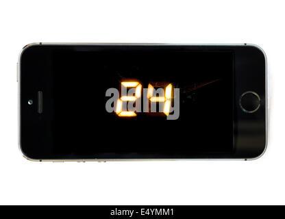 Regarder la série à succès '24' dans le ciel MAINTENANT TV app sur un Apple iPhone 5S Banque D'Images
