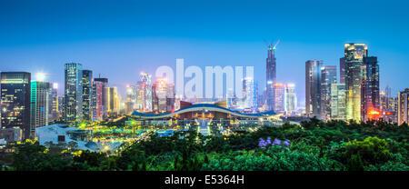 Shenzhen, Chine ville au crépuscule. Banque D'Images