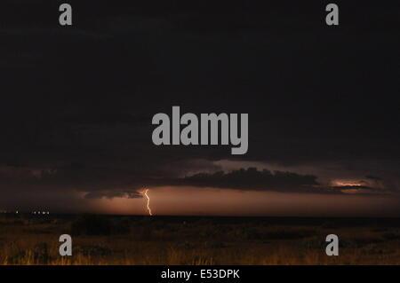 Eastney Bech, Portsmouth, Royaume-Uni. 18 juillet, 2014. Electric tempête frappe la Côte Sud, les premières heures Banque D'Images