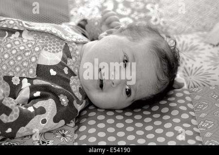 Portrait d'un bébé nouveau-né de dormir sur le tapis de bébé.(MC) Concept photo de nouveau-né, bébé, mère, la maternité, Banque D'Images